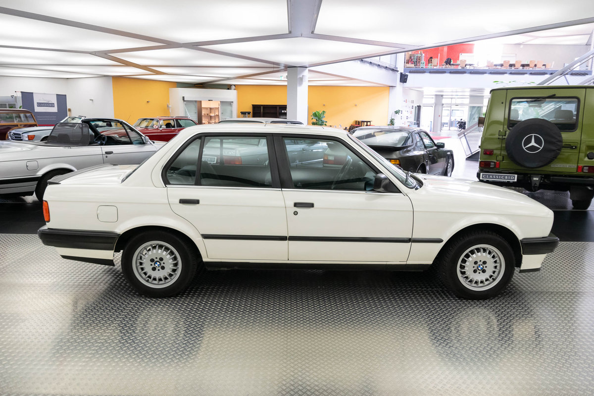 1987 BMW 320i (E30) *9 march* RETRO CLASSICS For Sale by Auction (picture 2 of 6)