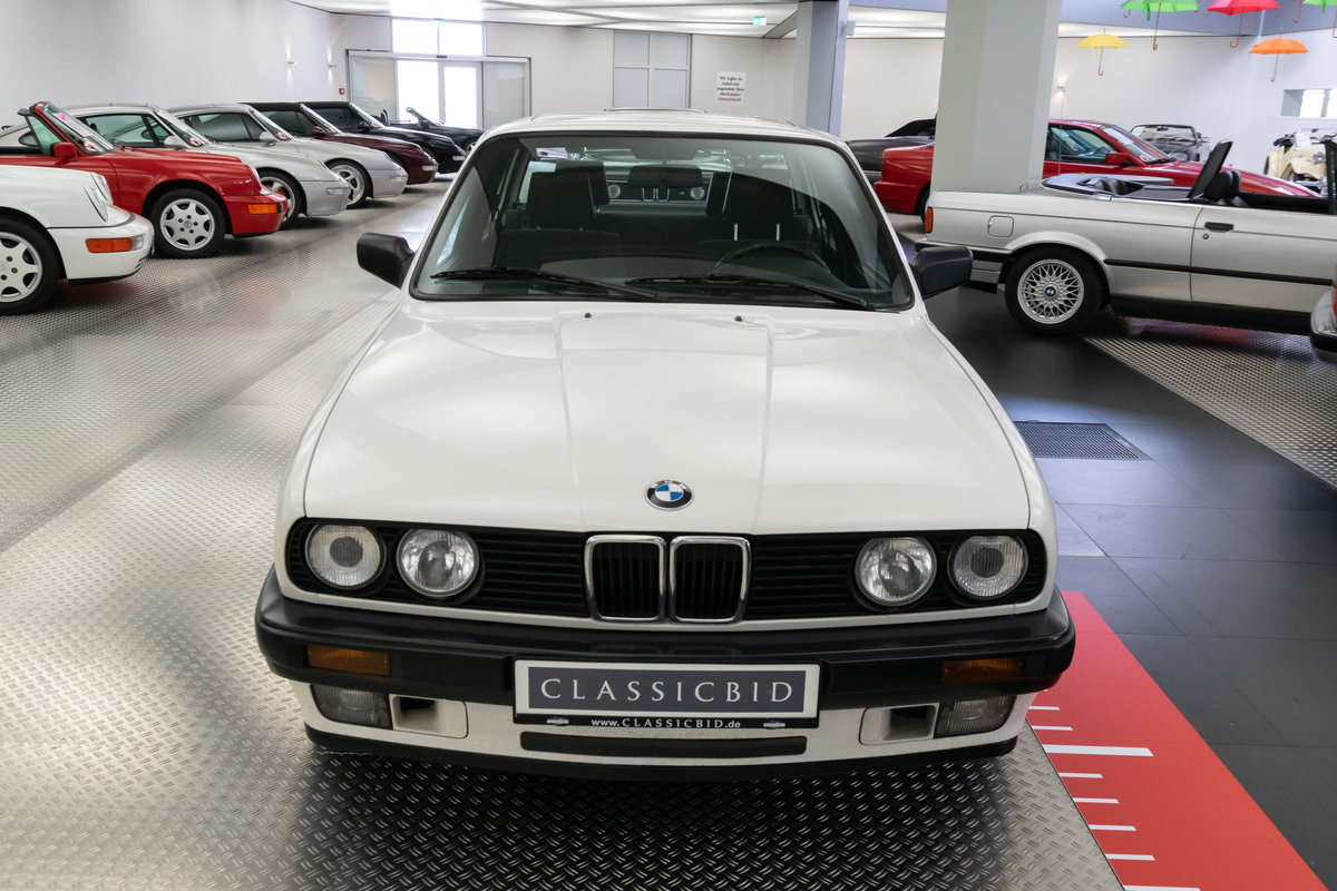 1987 BMW 320i (E30) *9 march* RETRO CLASSICS For Sale by Auction (picture 3 of 6)
