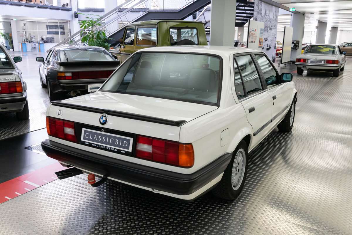 1987 BMW 320i (E30) *9 march* RETRO CLASSICS For Sale by Auction (picture 4 of 6)