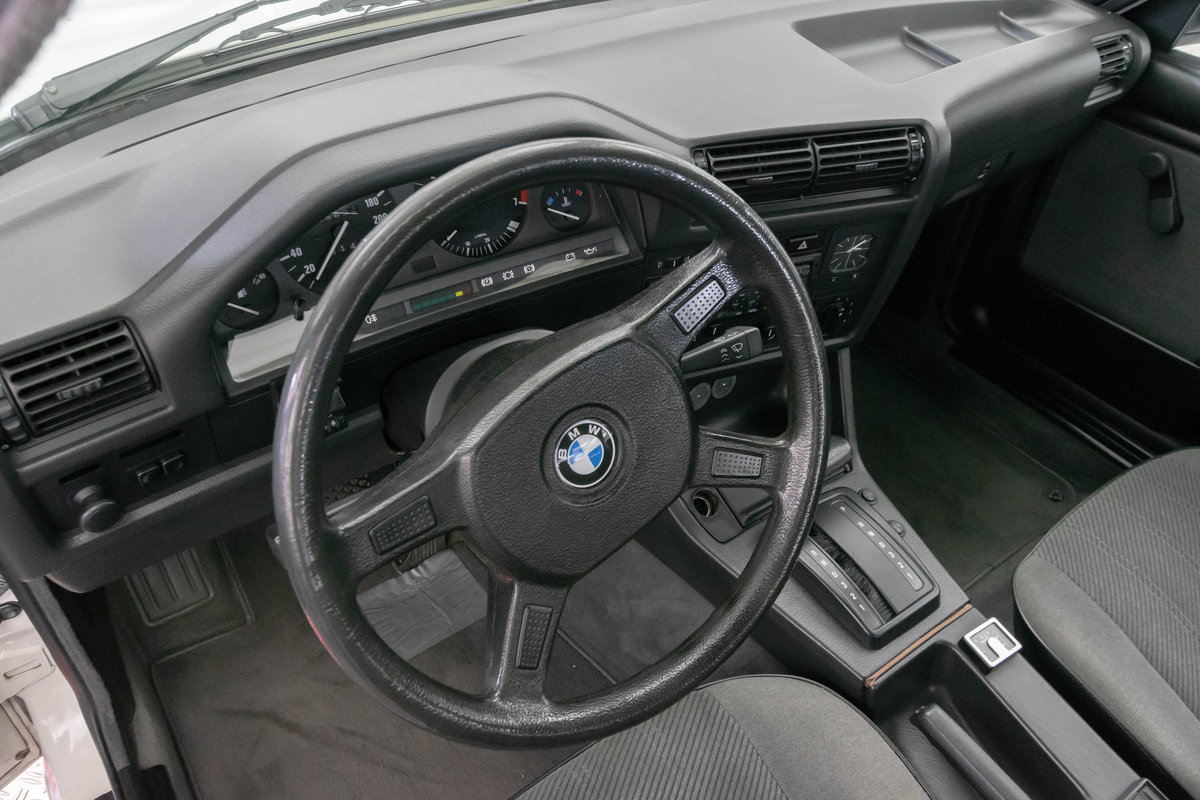 1987 BMW 320i (E30) *9 march* RETRO CLASSICS For Sale by Auction (picture 6 of 6)