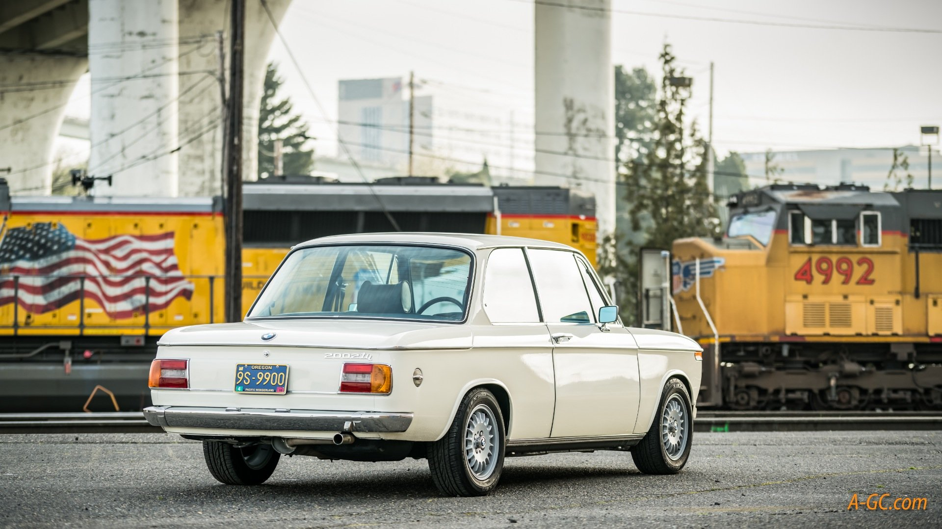 1974 BMW BMW 2002Tii  = Ivory(~)Navy 24k miles work done $32k For Sale (picture 2 of 6)
