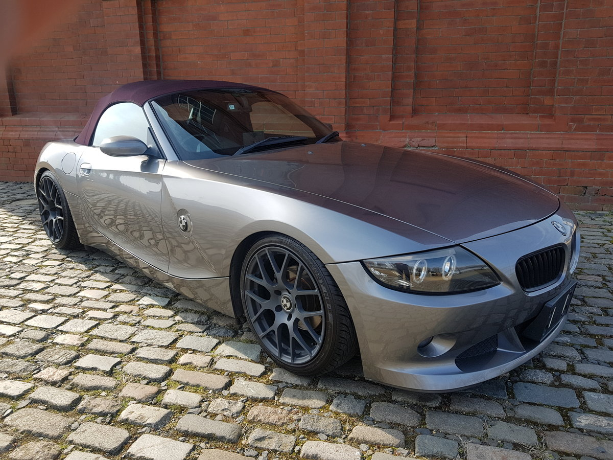 BMW Z4 CONVERTIBLE 2.5 AUTO * RARE COLOUR SOFT TOP *  For Sale (picture 1 of 6)