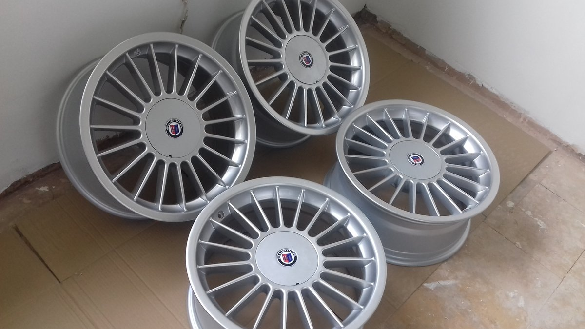 E36 BMW 325i  HEADLAMPS/E39 BMW ALLOY WHEELS For Sale (picture 4 of 6)