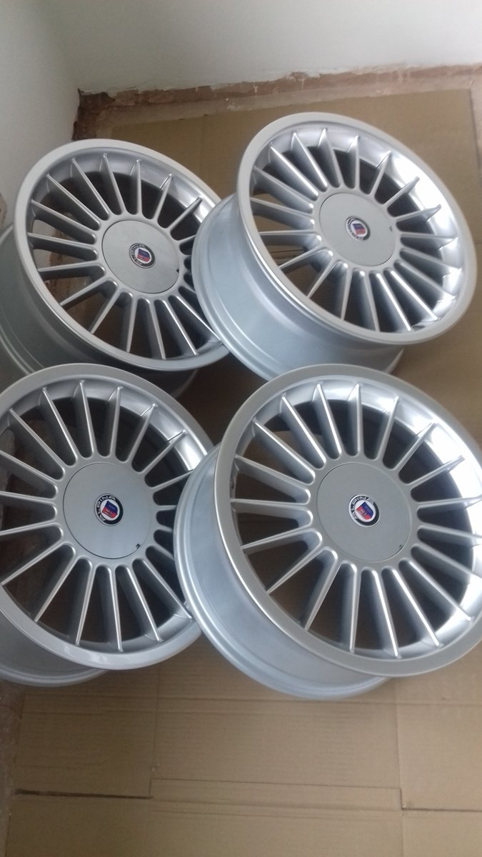E36 BMW 325i  HEADLAMPS/E39 BMW ALLOY WHEELS For Sale (picture 5 of 6)