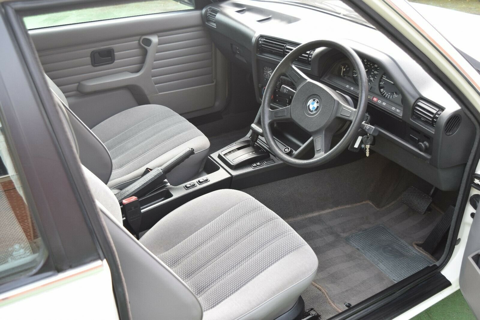 1989 BMW E30 3 Door, 1 owner from new, Low Miles, FSH For Sale (picture 4 of 6)