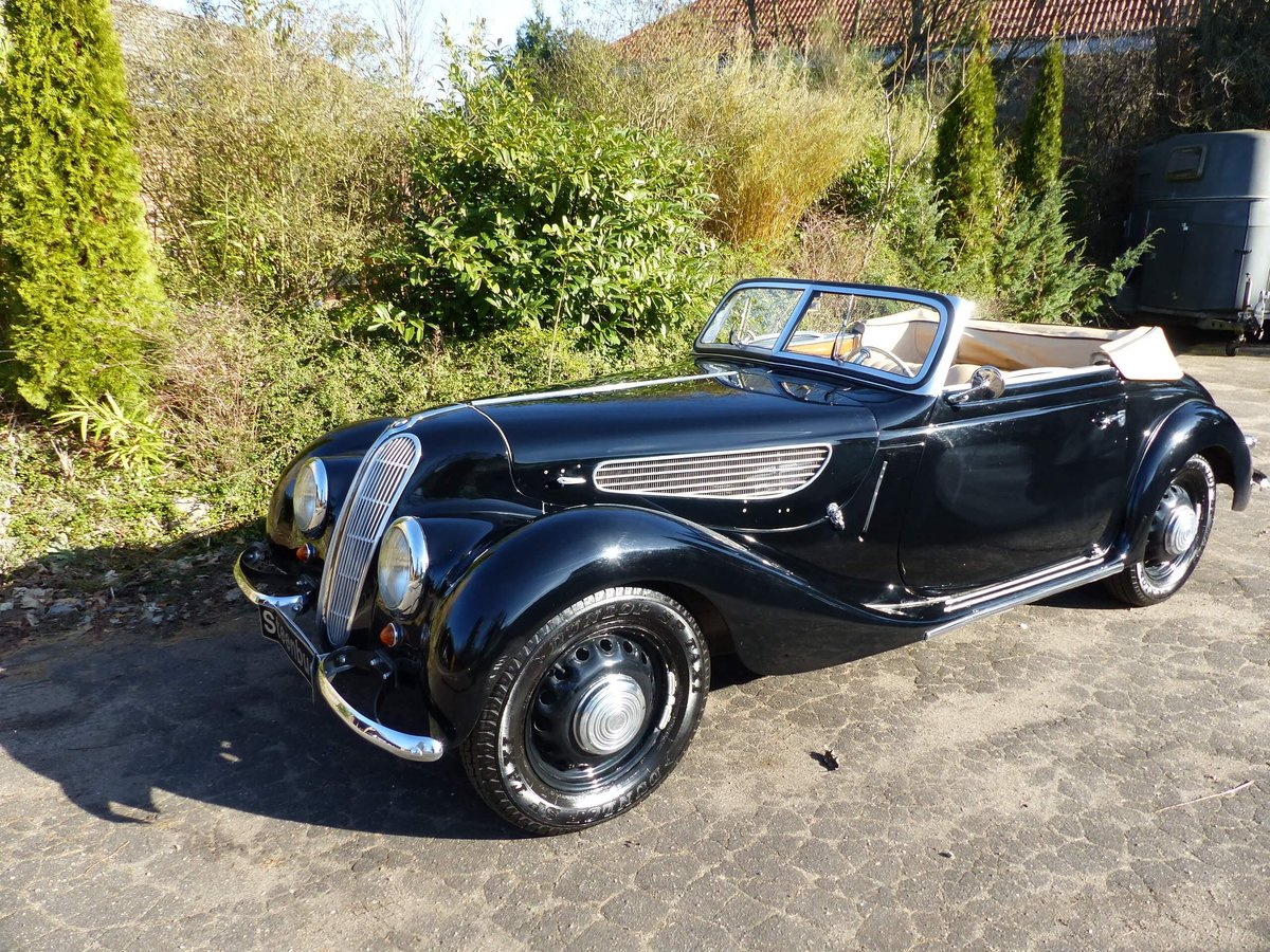 1939 An elegant Covertible with a great aura For Sale (picture 1 of 6)