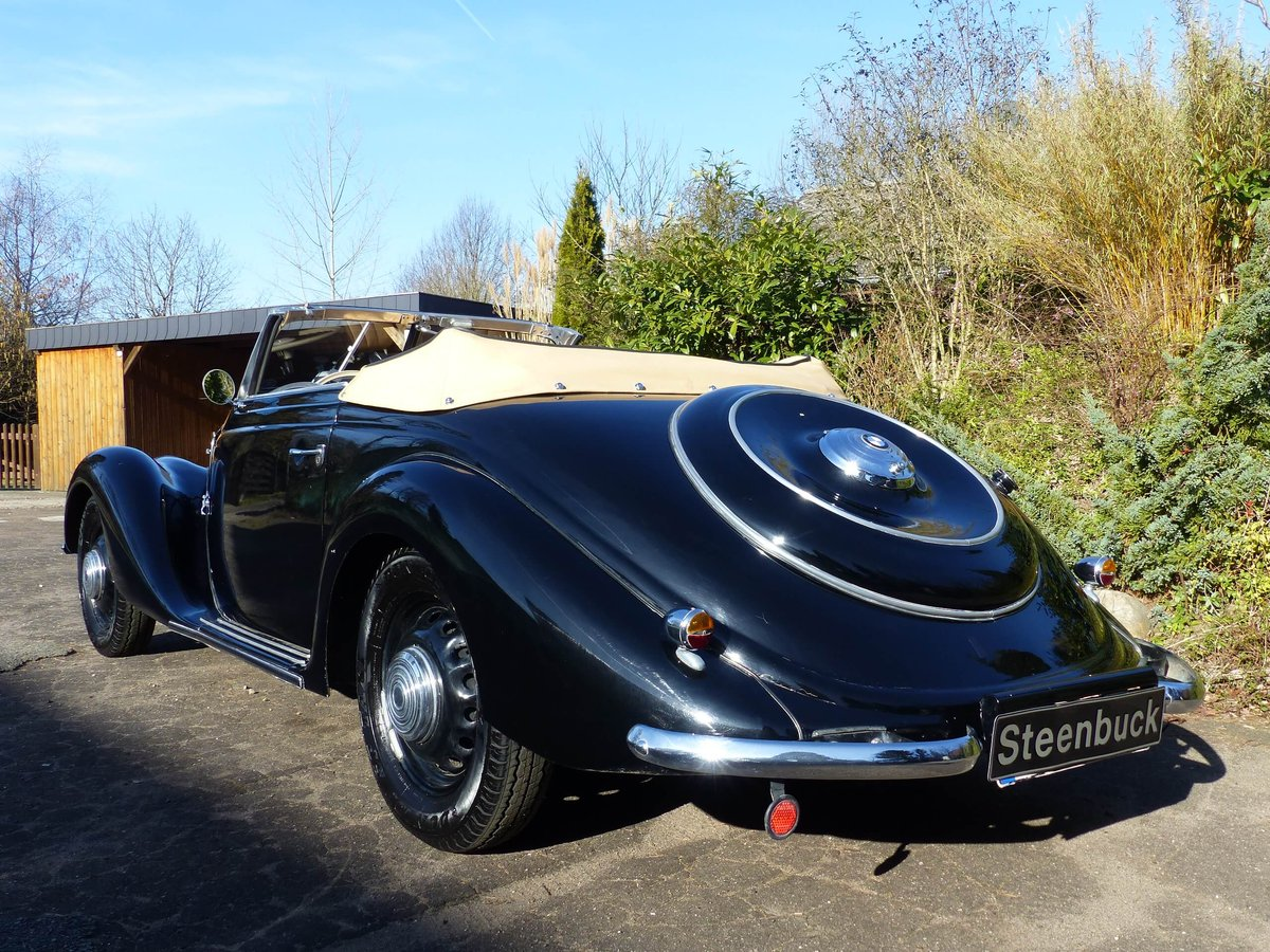 1939 An elegant Covertible with a great aura For Sale (picture 2 of 6)