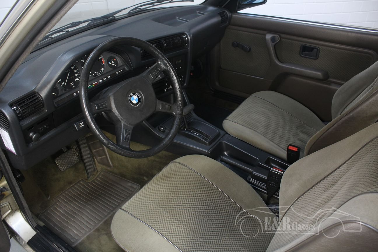 BMW 320i E30 Coupe 1983 only 127,523 km Original Dutch For Sale (picture 3 of 6)