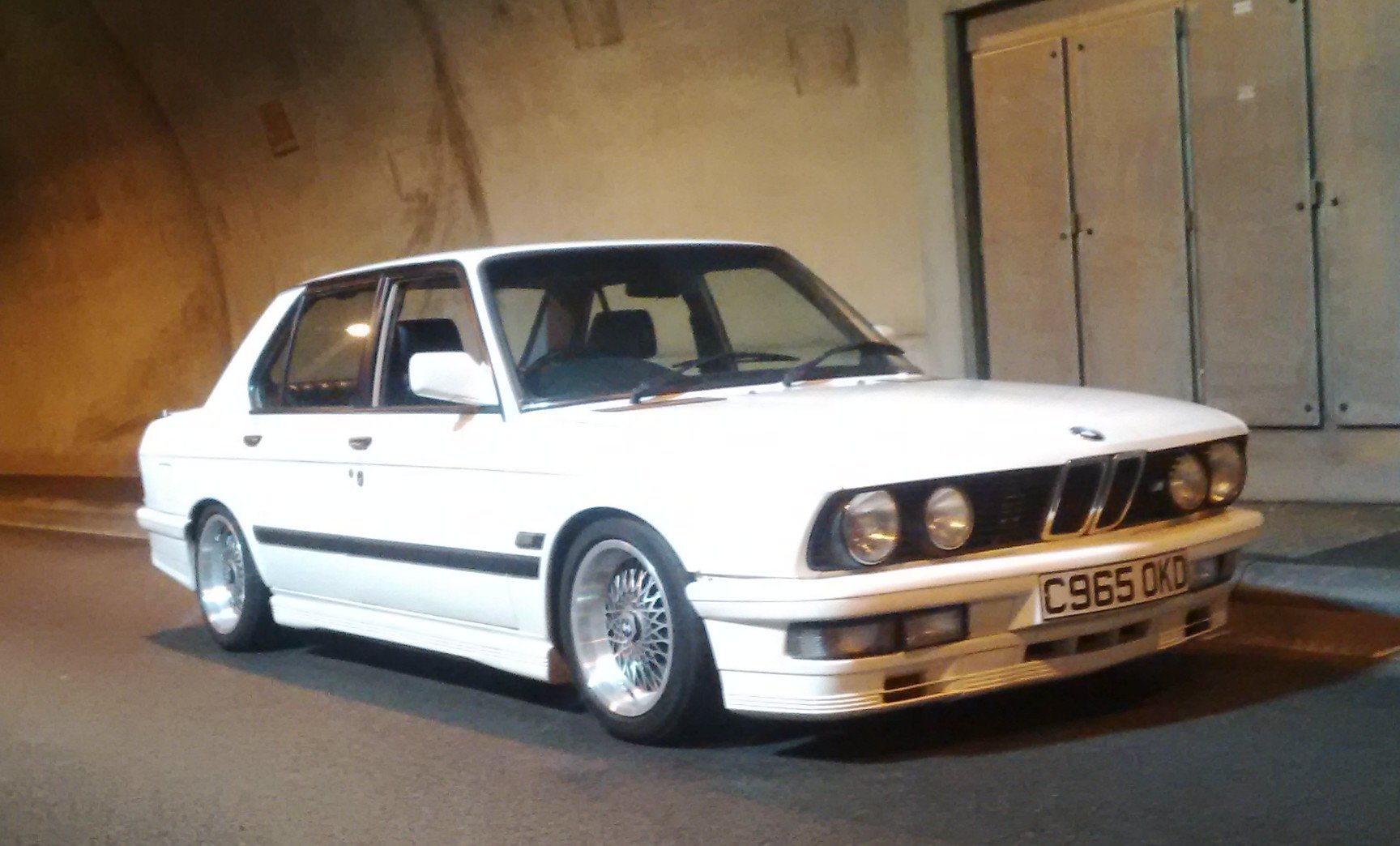 1985 BMW e28, White 1986 manual m535i SOLD (picture 2 of 6)