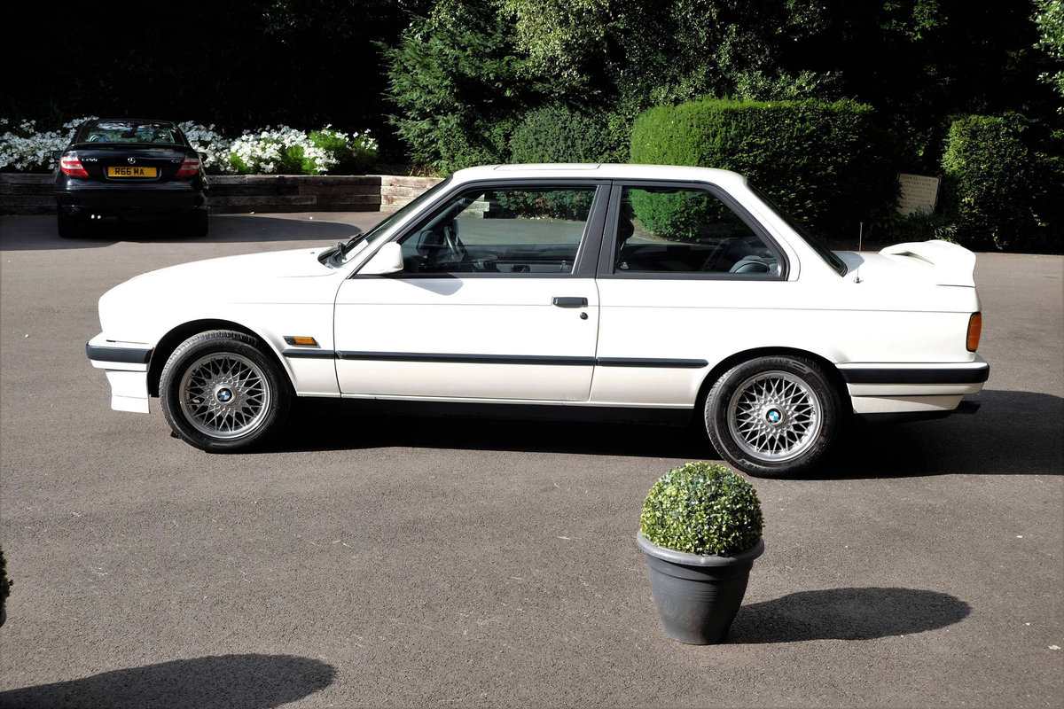 1990 IMMACULATE BMW E30 318is with huge history  For Sale (picture 5 of 6)