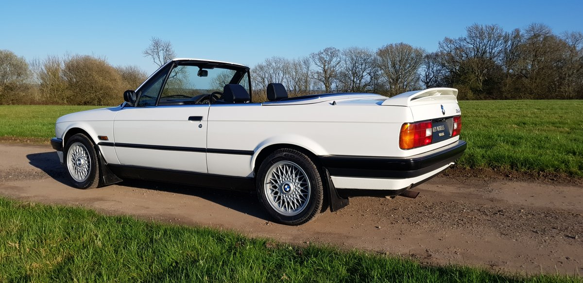 1993 BMW E30 318i LUX - LOW MILEAGE - ATTENTIVELY MAINTAINED For