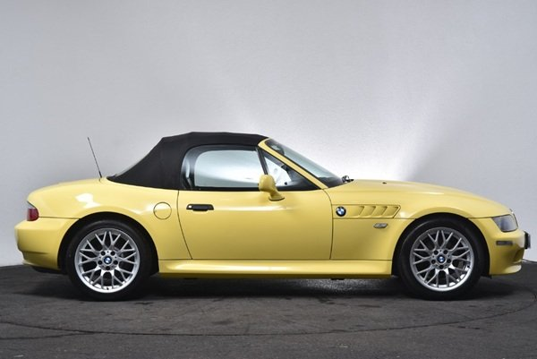 2001 16300 miles -Dakar Yellow wide bodied BMW Z3 1.9  For Sale (picture 4 of 6)
