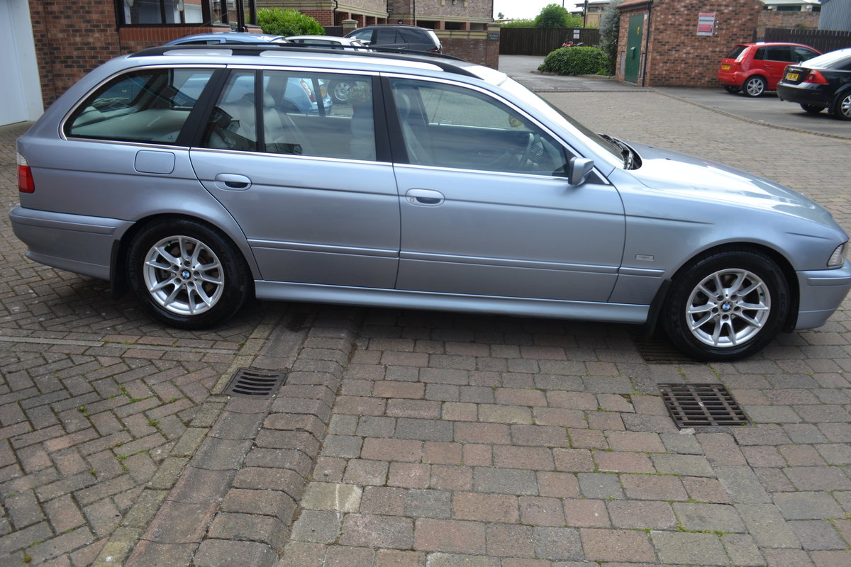 2002 Immaculate BMW520i SE Touring Estate For Sale (picture 3 of 6)