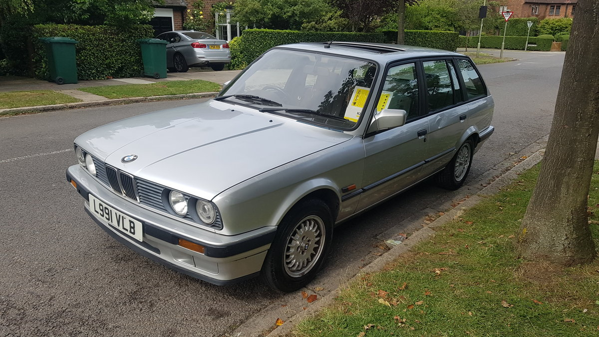 1993 BMW E30 Automatic estate touring very nice car For Sale (picture 1 of 6)