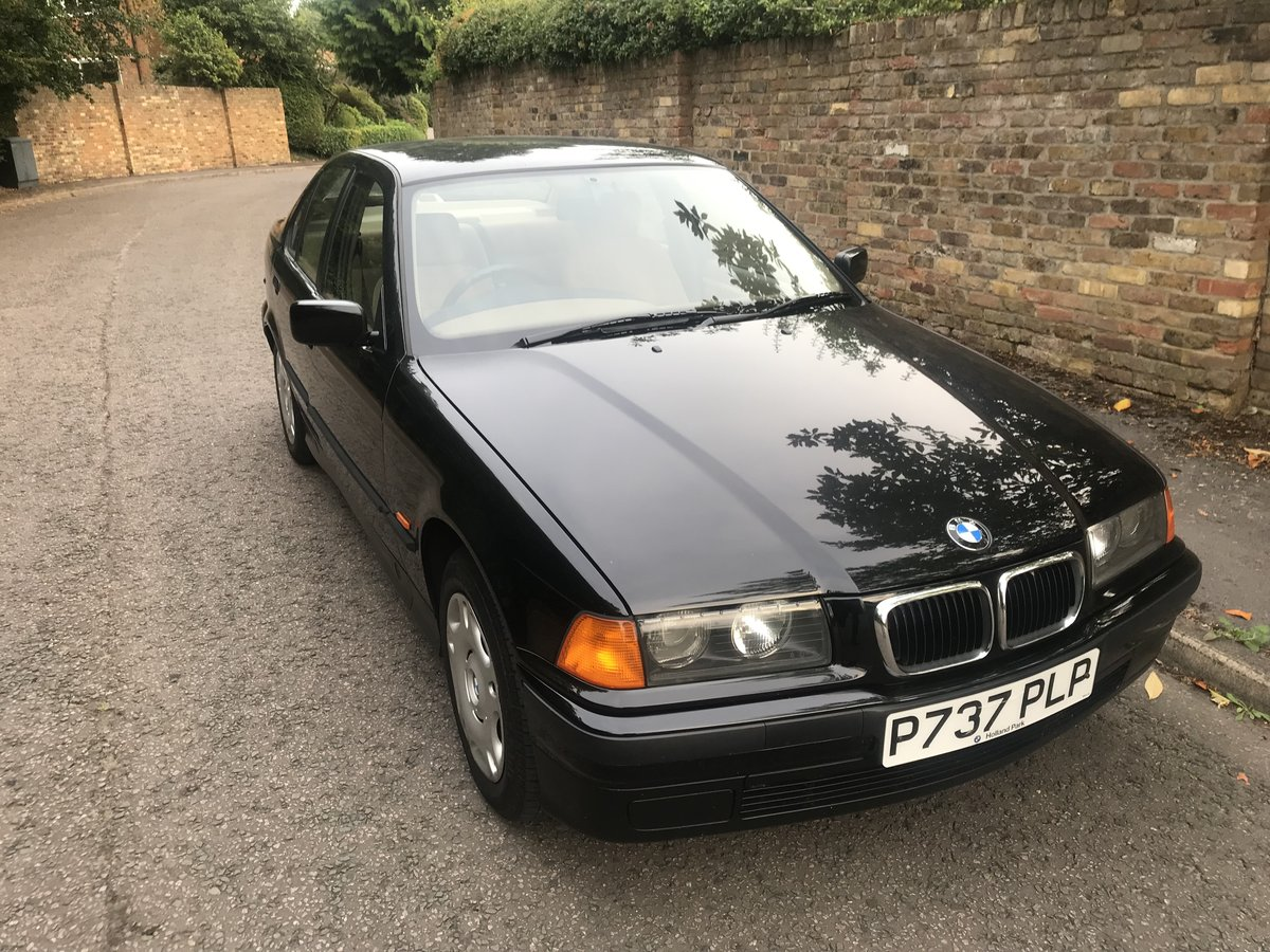 1997 BMW 316I SALOON ONLY 18500 MILES FROM NEW ABSOLUTELY SUPERB For Sale (picture 2 of 6)