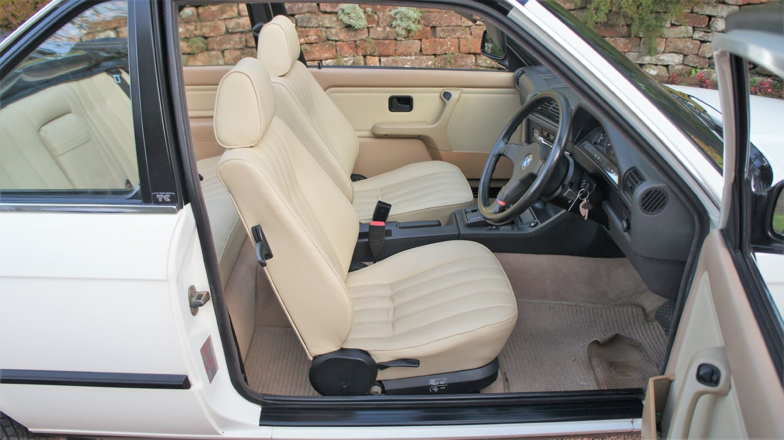 1989 BMW E30 320I BAUR CONVERTIBLE - EXCEPTIONAL SOLD (picture 5 of 6)