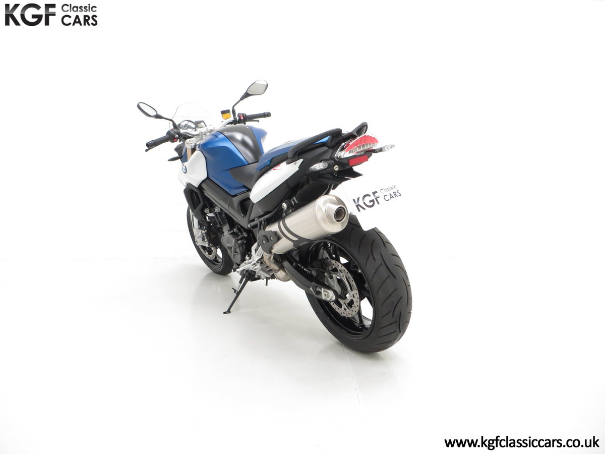 A Sleek 2016 BMW F 800 R with Just 80 Miles and One Owner For Sale (picture 4 of 6)