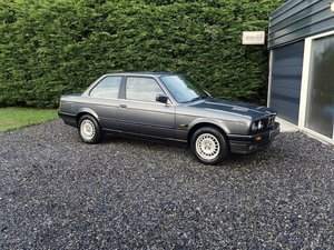 Beautiful, 1989 BMW 320i, low mileage