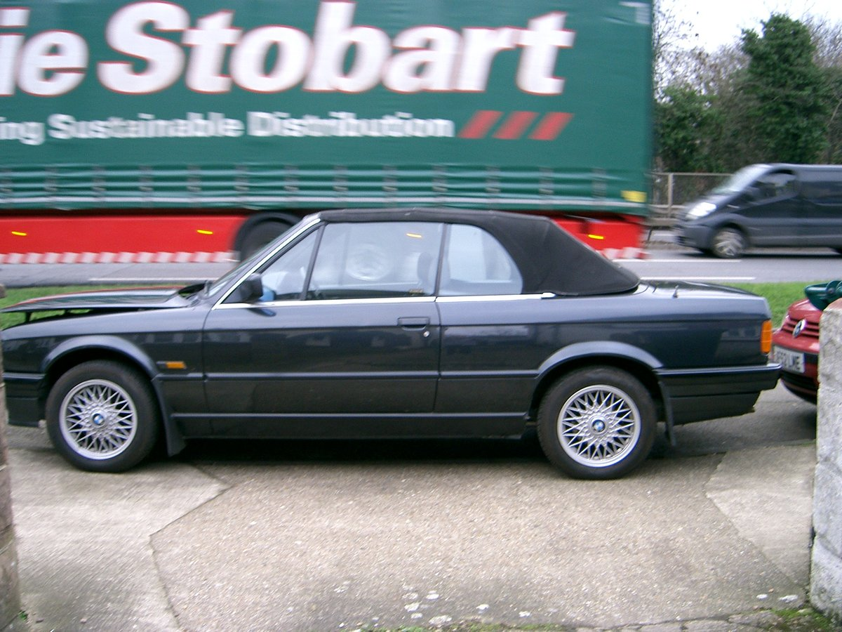 1992 BMW 318i Auto Convertible SOLD (picture 2 of 6)
