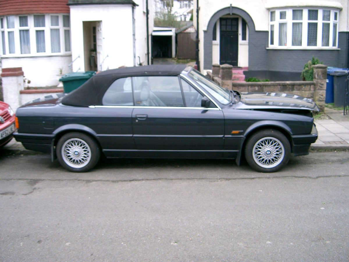 1992 BMW 318i Auto Convertible SOLD (picture 3 of 6)