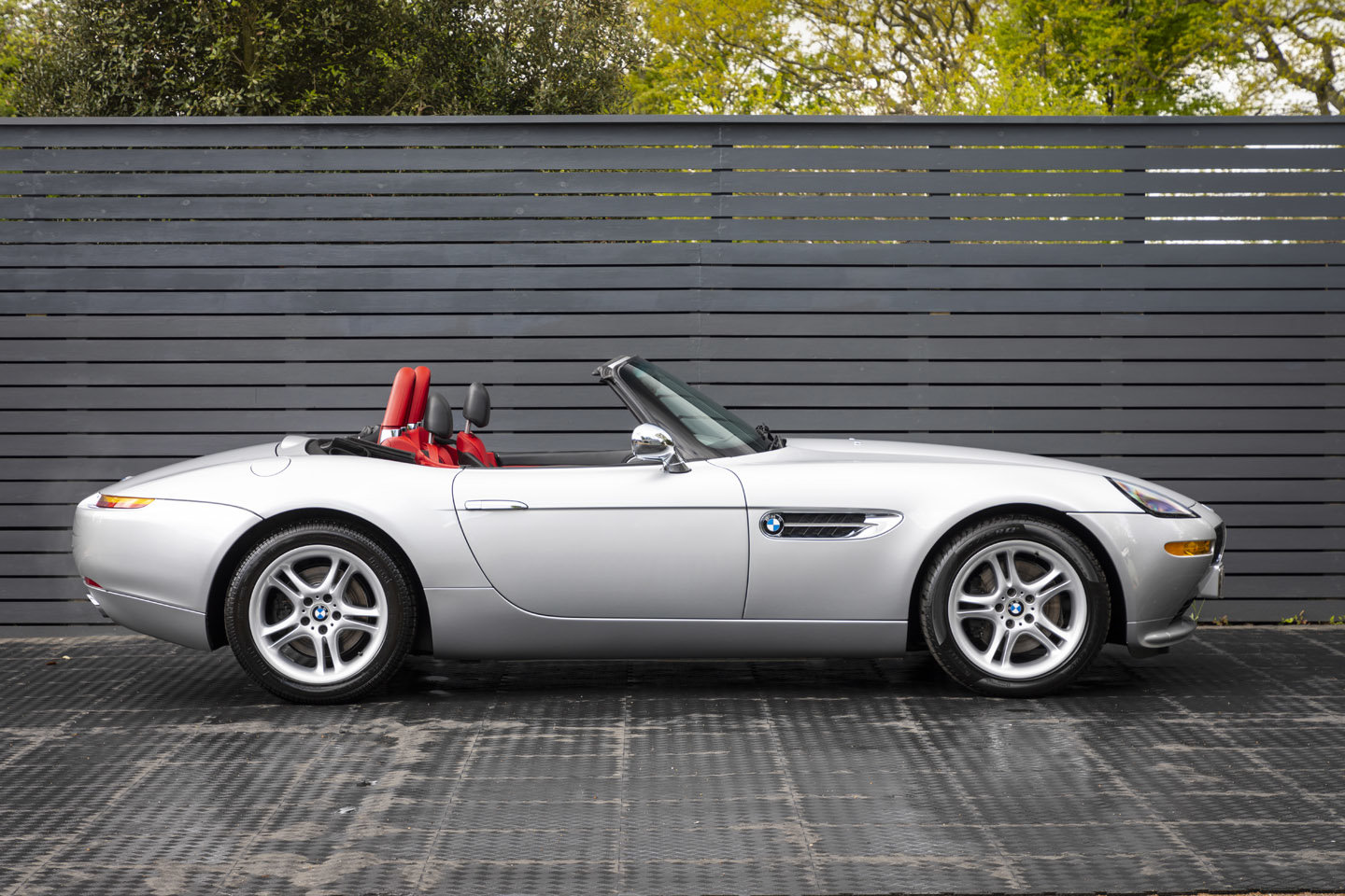 2001 BMW Z8 Roadster ONLY 10500 MILES UK CAR For Sale (picture 3 of 22)