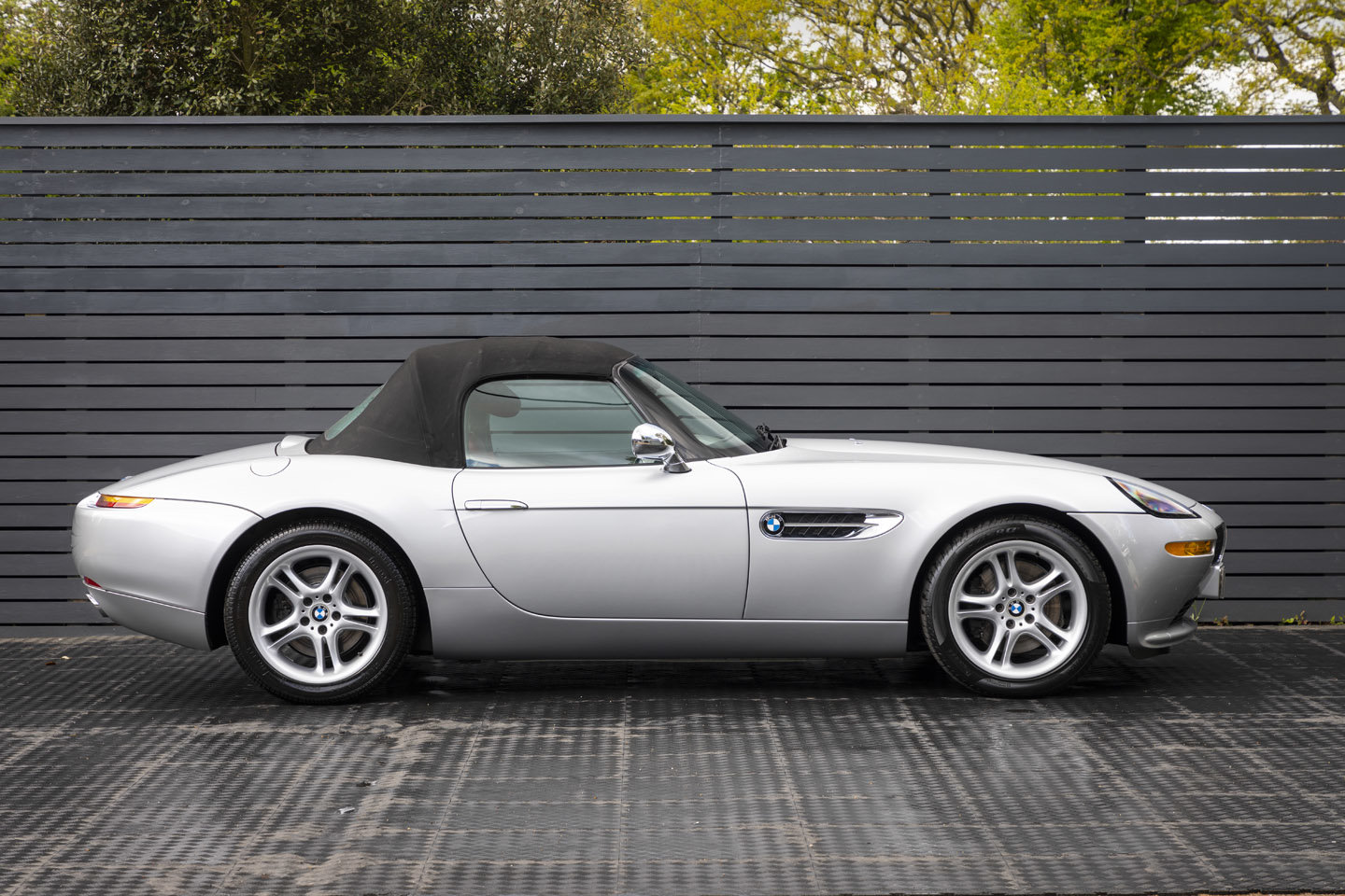 2001 BMW Z8 Roadster ONLY 10500 MILES UK CAR For Sale (picture 4 of 22)
