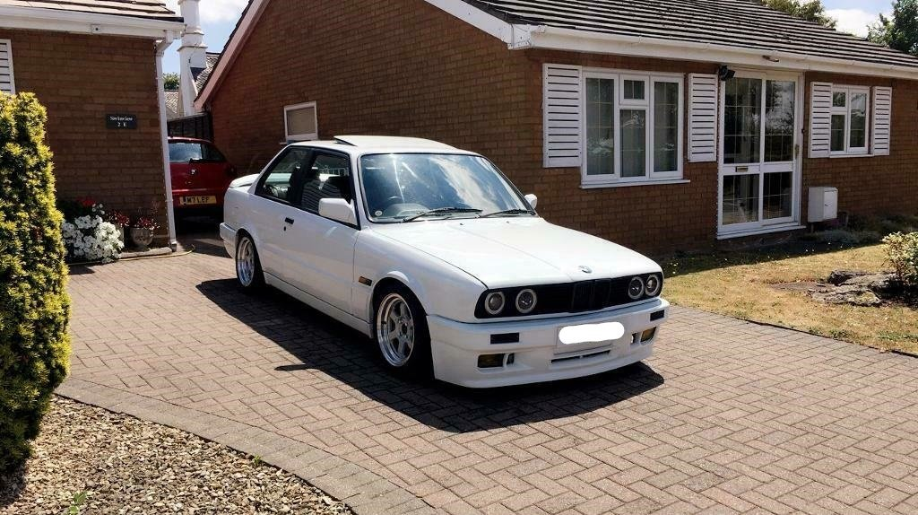 1990 BMW e30 318is with S50B32 For Sale (picture 1 of 6)