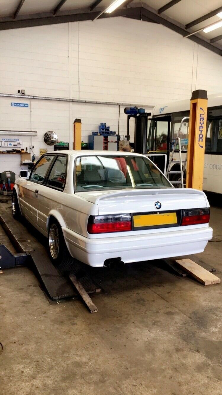 1990 BMW e30 318is with S50B32 For Sale (picture 3 of 6)