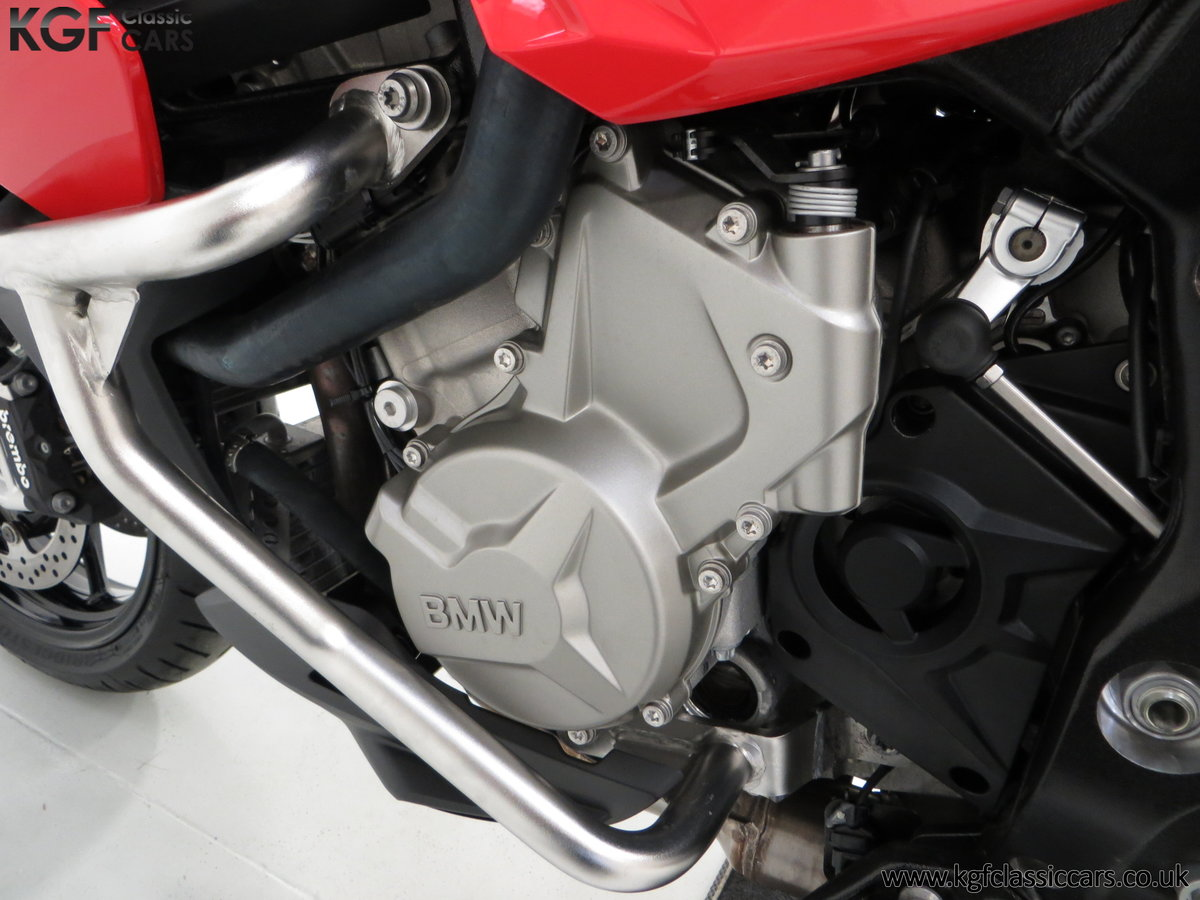 2016 An Exceptional BMW S 1000 XR SE with Just 164 miles SOLD (picture 6 of 6)