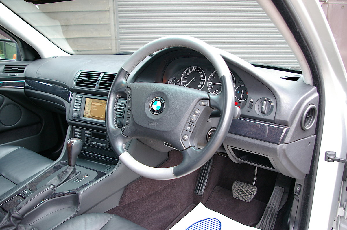 2003 BMW E39 525i LTD Edition Touring (42,639 miles) For Sale (picture 5 of 6)