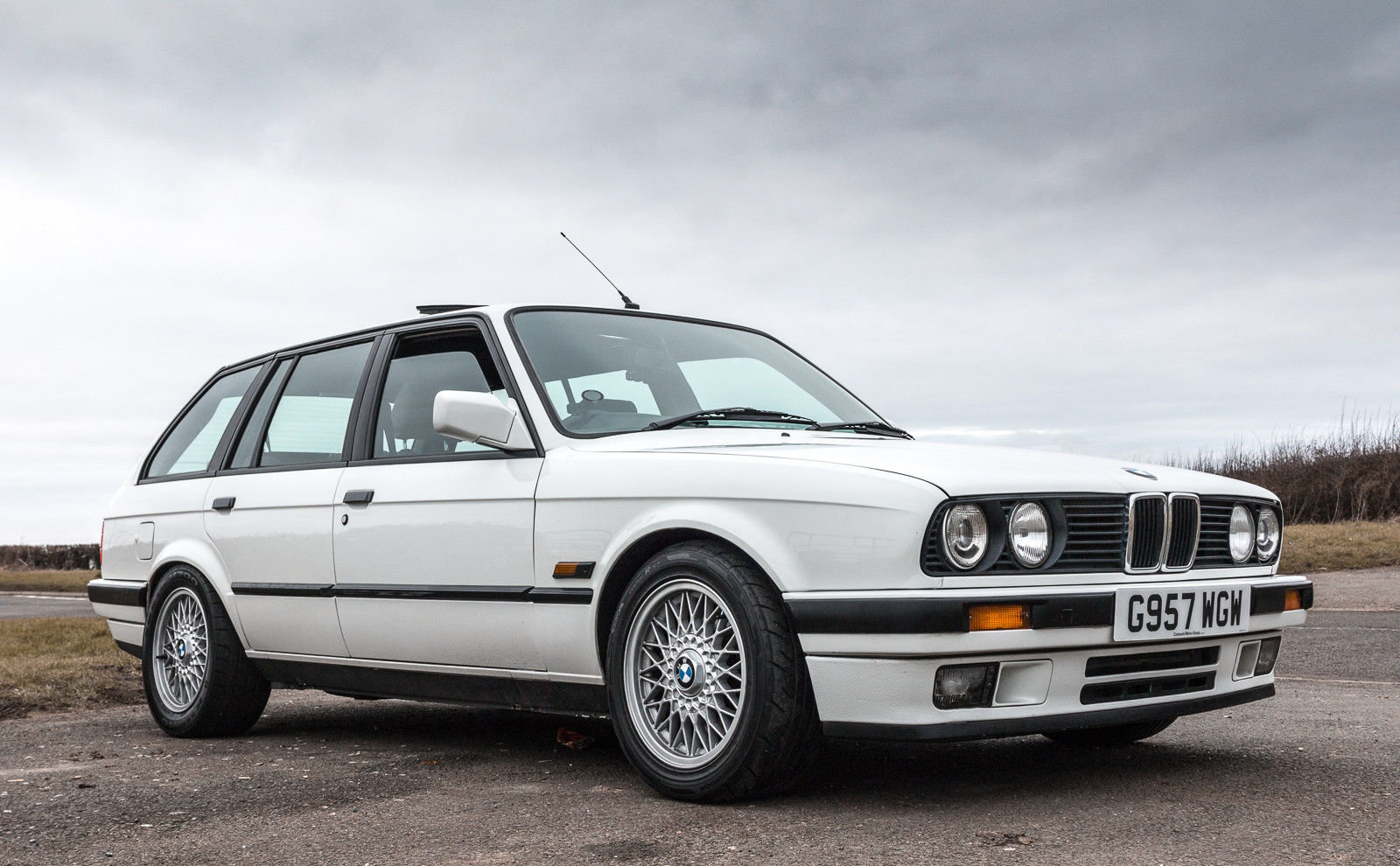 1989 520BHP BMW E30 Touring Supercharged V8 'Sleeper' For Sale (picture 1 of 6)