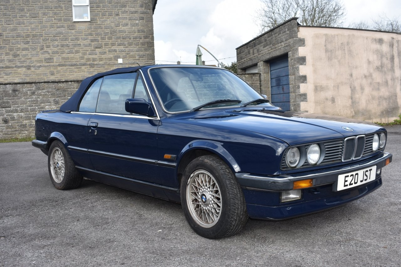 1989 BMW 320i convertible 30/5/20 SOLD by Auction (picture 1 of 6)