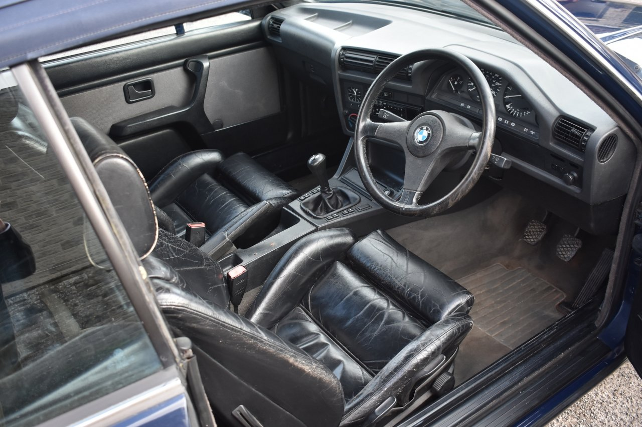 1989 BMW 320i convertible 30/5/20 SOLD by Auction (picture 4 of 6)