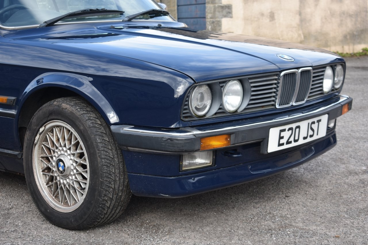 1989 BMW 320i convertible 30/5/20 SOLD by Auction (picture 5 of 6)