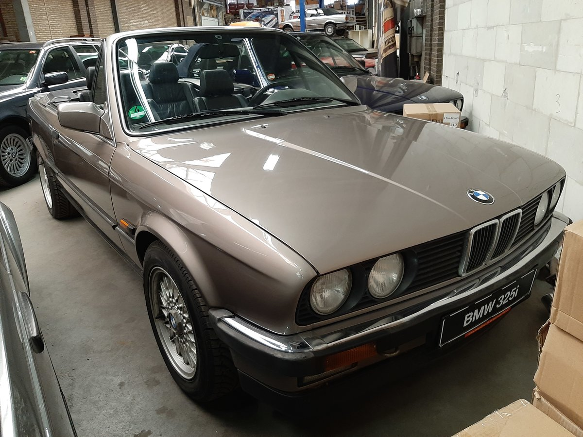 BMW 325 i cabrio E30 (1987) luxorbeige manual transmission For Sale (picture 1 of 6)