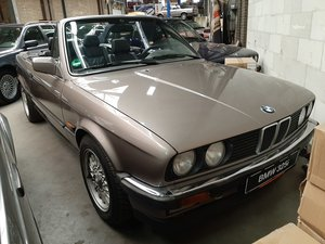 BMW 325 i cabrio E30 (1987) luxorbeige manual transmission
