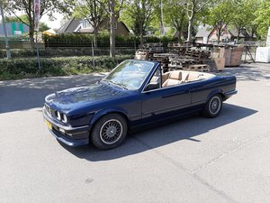 BMW 320iA cabrio E30 atlantic blue BMW SoundSystem