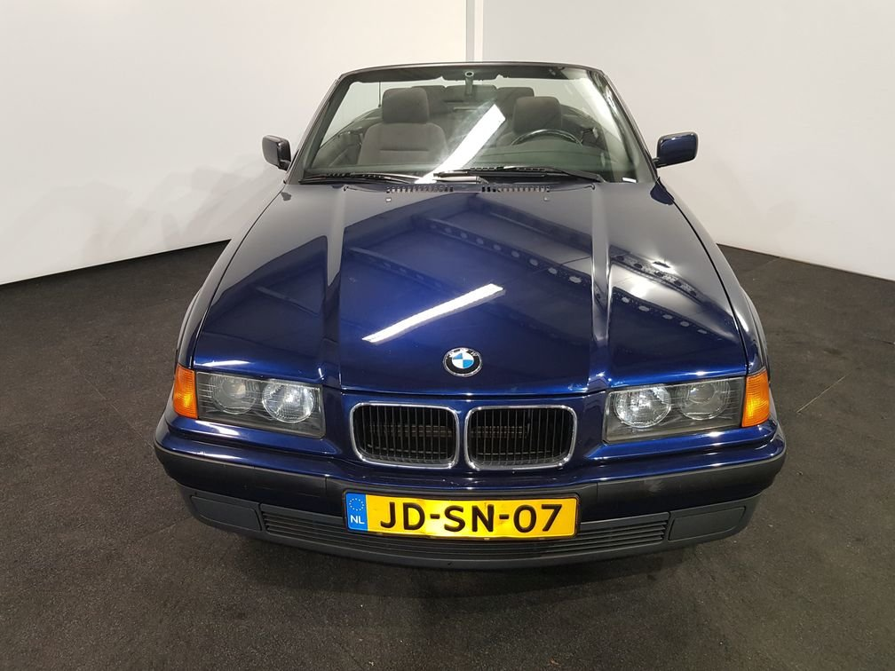 BMW 318I Convertible 1994 Mauritius blue For Sale (picture 3 of 6)
