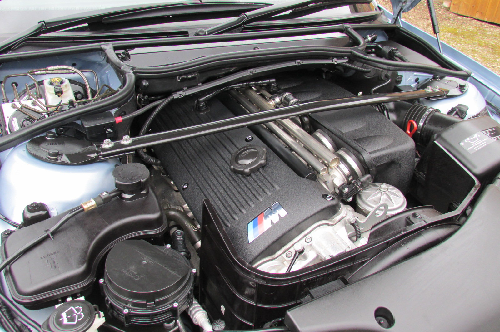 2005 BMW M3 E46 INDIVIDUAL SILVERSTONE BLUE MANUAL For Sale (picture 5 of 6)