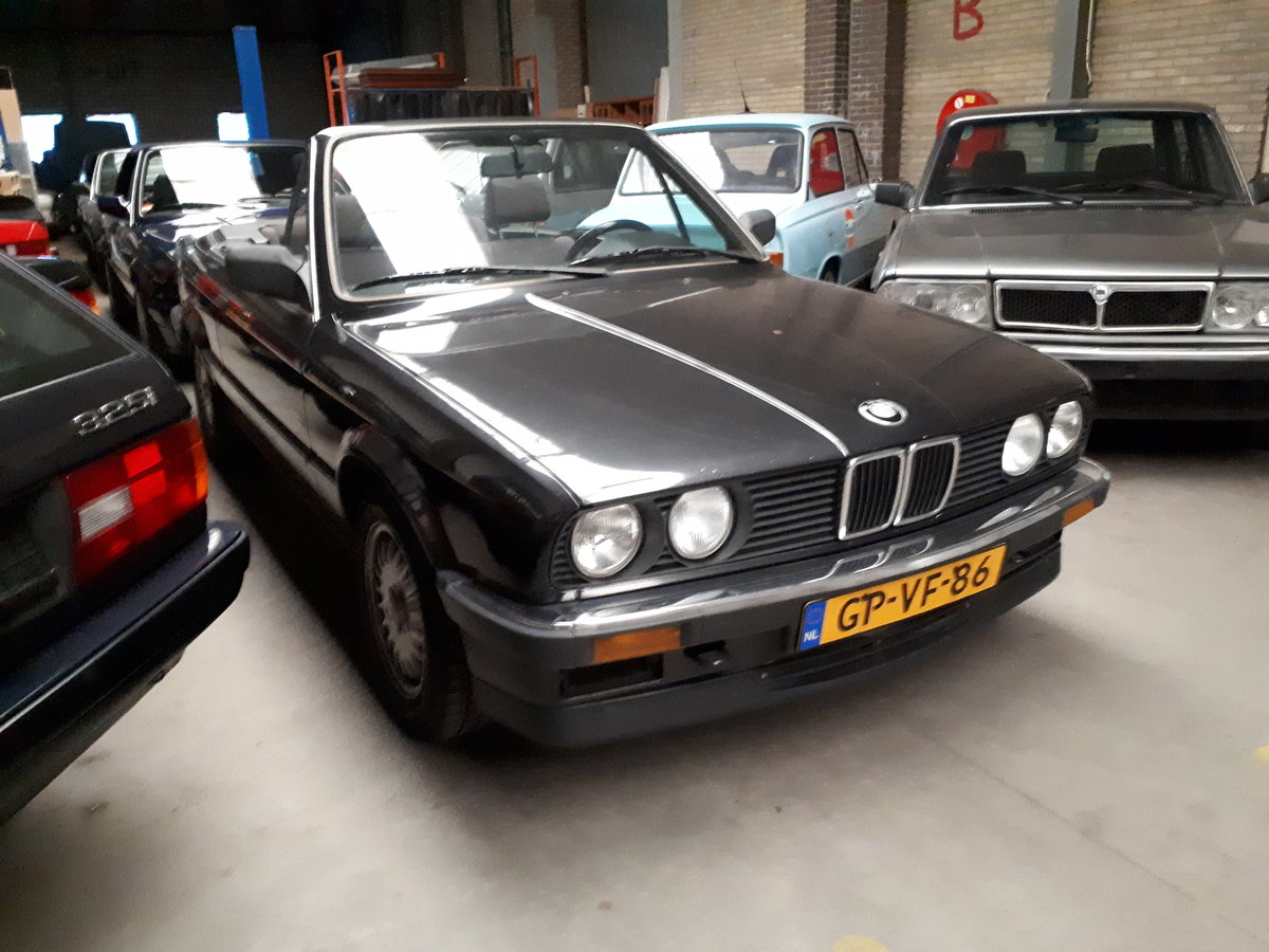 BMW 325i convertible E30 black 172000 km (1986) For Sale (picture 1 of 6)