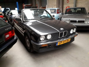Picture of BMW 325i convertible E30 black 172000 km (1986) For Sale