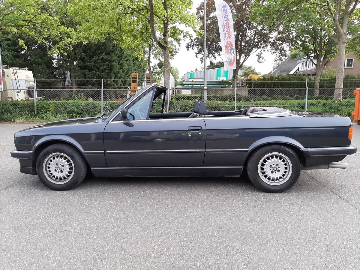 BMW 325i convertible E30 black 172000 km (1986) For Sale (picture 2 of 6)