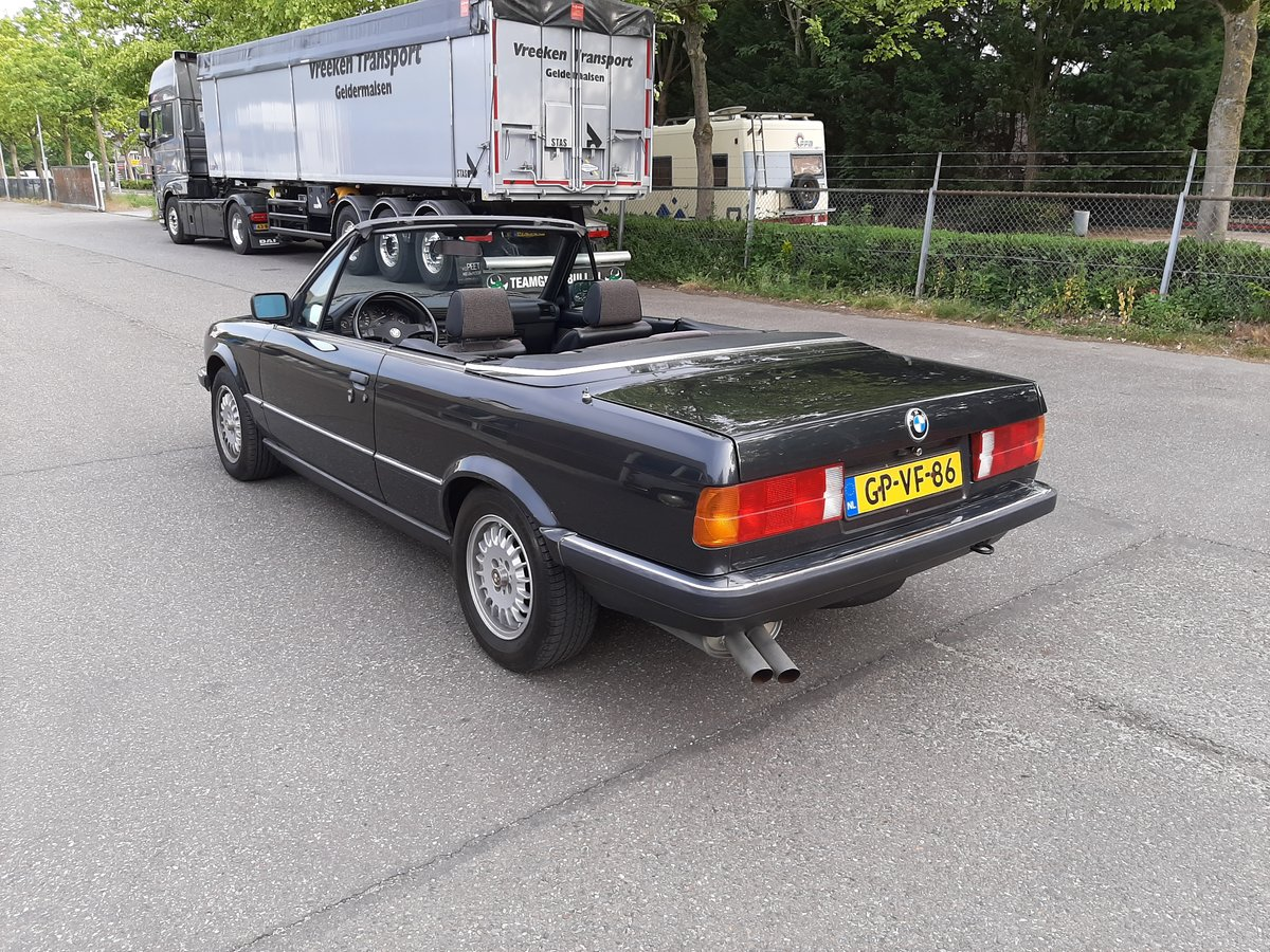 BMW 325i convertible E30 black 172000 km (1986) For Sale (picture 4 of 6)