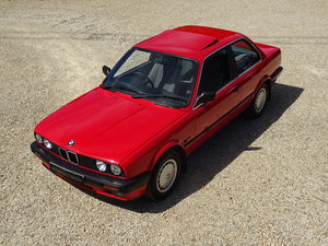 BMW E30 320 (Manual): 2 Door/Stunning Car