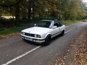 1989 BMW E30 320i auto convertible