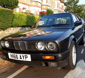 BMW E30 318IS [H reg] Black Manual - Original