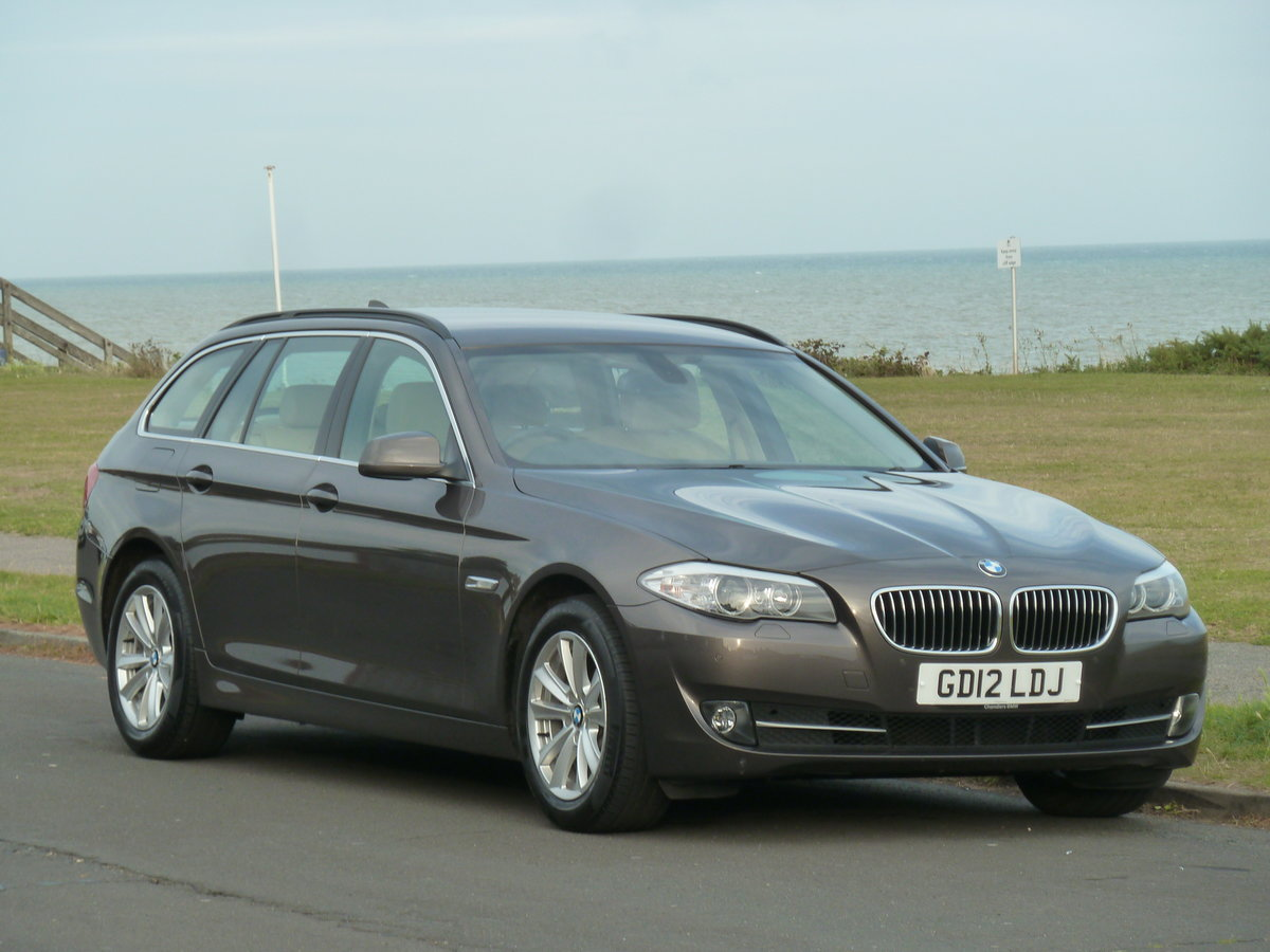 2012 BMW 520 F11 2.0TD AUTOMATIC 5DR SE TOURING ESTATE LOW MILES For Sale (picture 1 of 6)