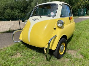 1959 BMW Isetta 300 in yellow and white.