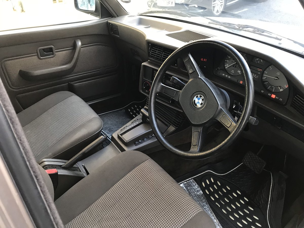1987 E28 BMW 520i petrol auto For Sale (picture 4 of 6)