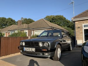 BMW E30 320i Coupe